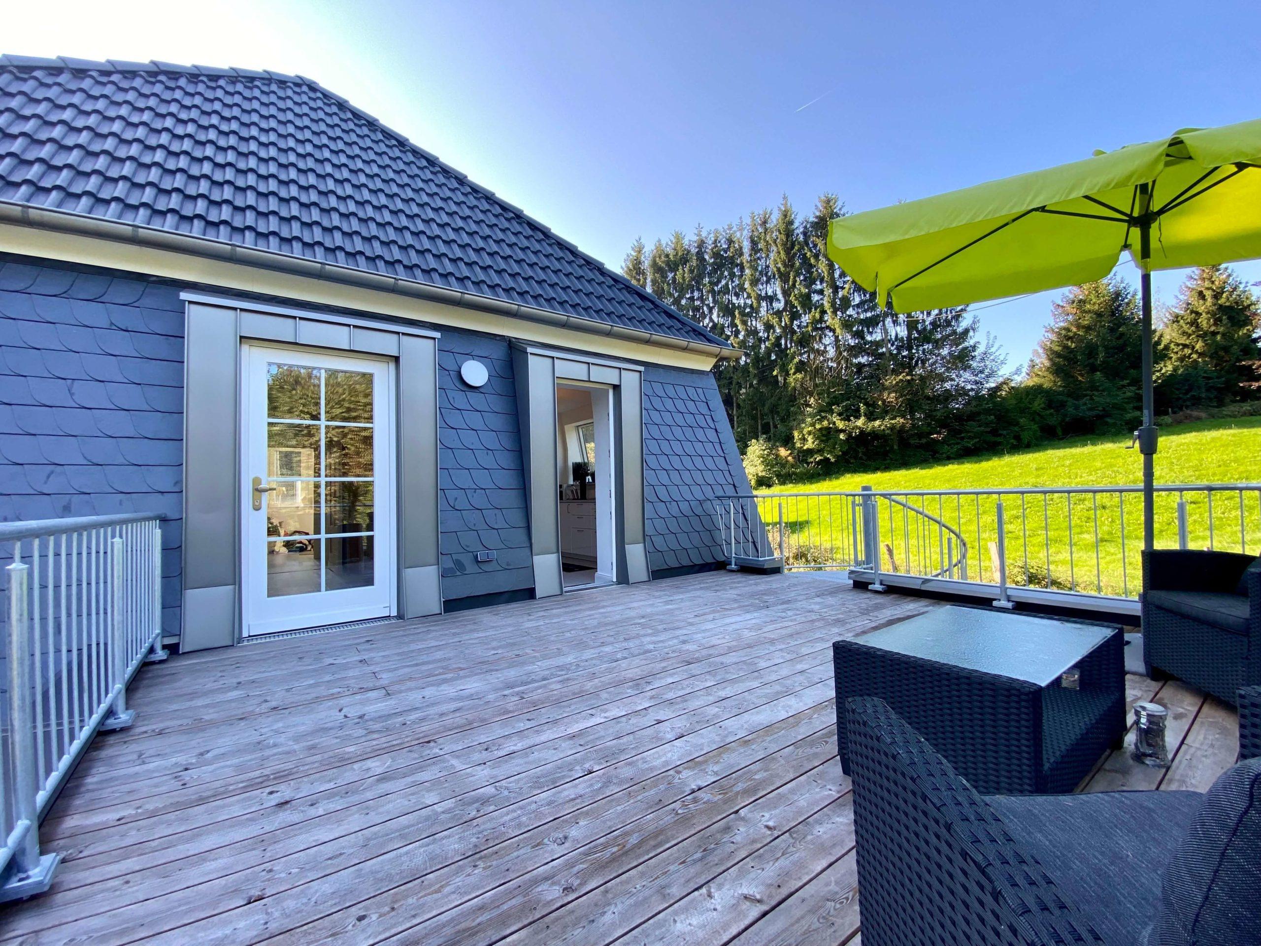 Anbau mit Dachterrasse und Aufstockung